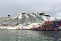 1200px-Genting_Dream_at_Marina_Bay_Cruise_Centre_cropped